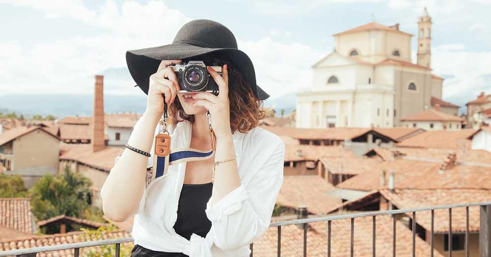 旅行で写真を撮る