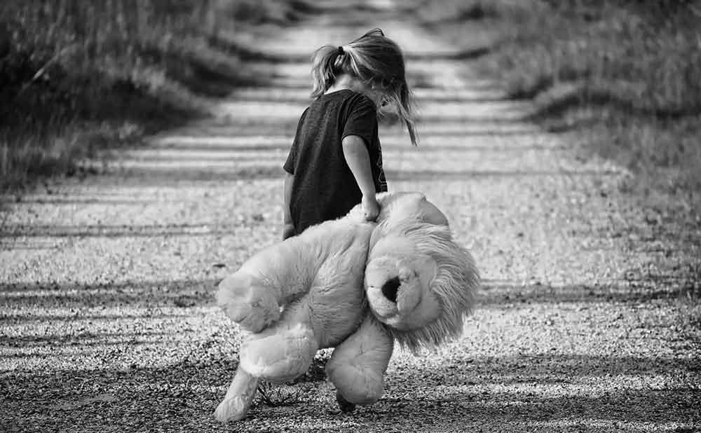 自己肯定感が低くなりやすい幼少期の家庭環境とは
