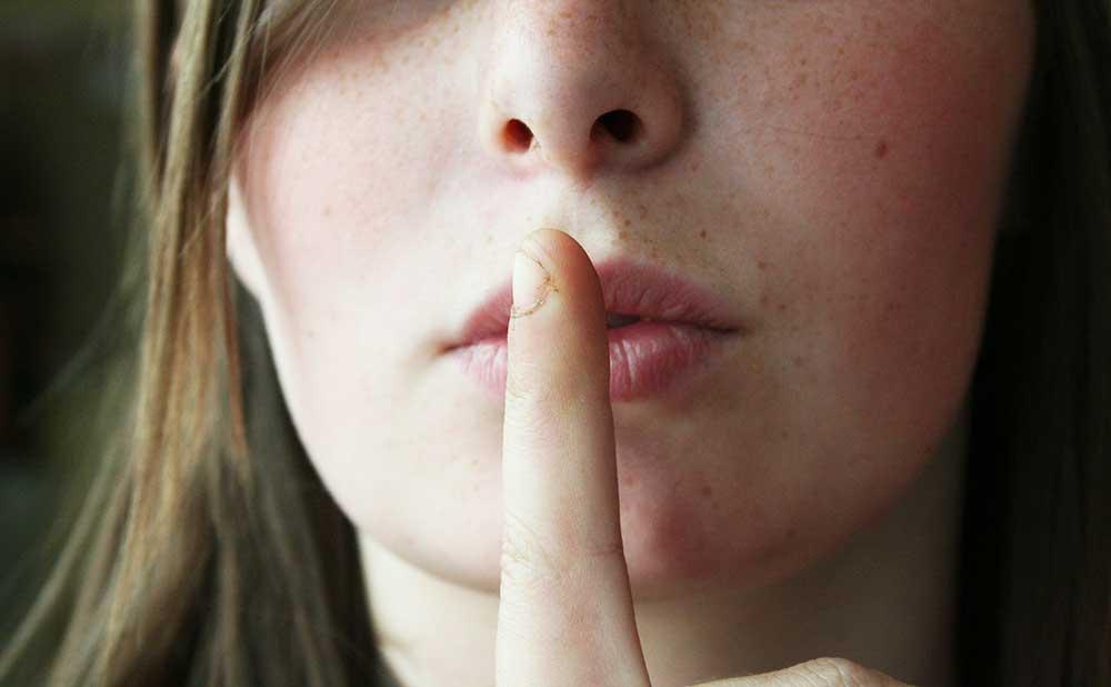 相手の真意を見抜くノンバーバルコミュニケーションの重要度は90%
