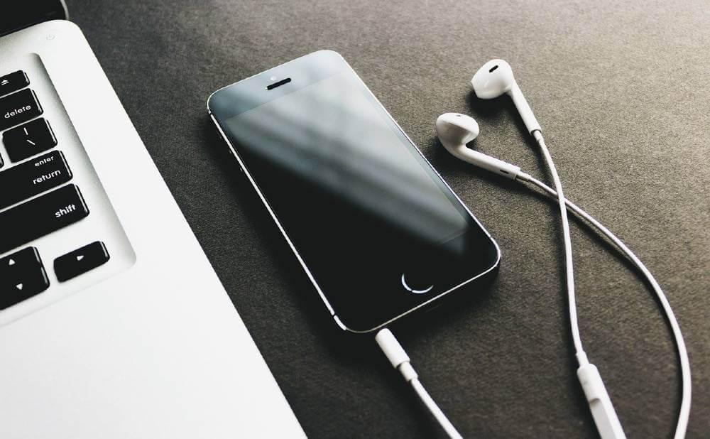 おすすめオーディオブック『audible』と『audiobook.jp』の選び方